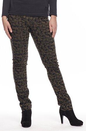vzorované dámske nohavice s maskáčovým motívom 894