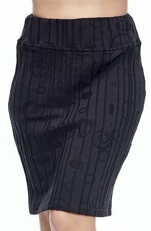 Dlhšia čierna dámska sukňa s vyrazeným vzorom 167