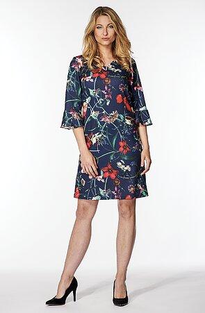 Elegantné voľnejšie modré dámske šaty s kvetmi 7051