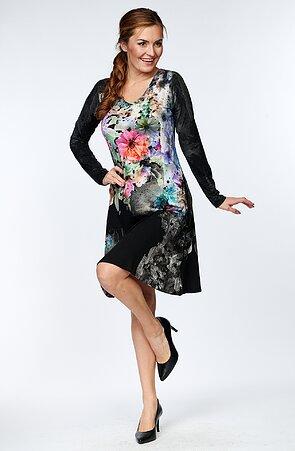 Čierne dámske šaty s farebnými kvetmi a dlhými rukávmi 7026
