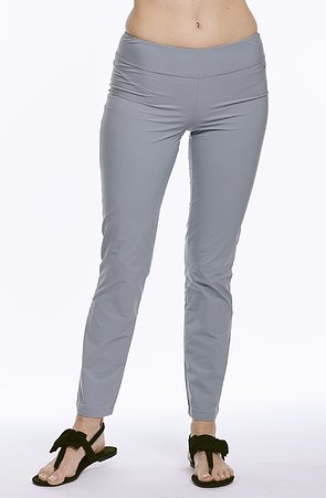 Ľahké šedé dámske nohavice nad členky 313
