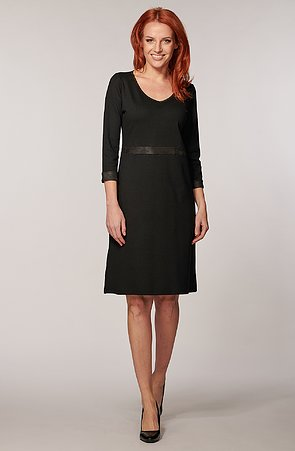 Elegantné čierne dámske šaty s 3/4 rukávmi 7062