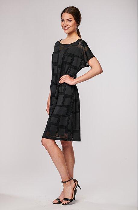 Volnější krajkové černé dámské šaty 7031