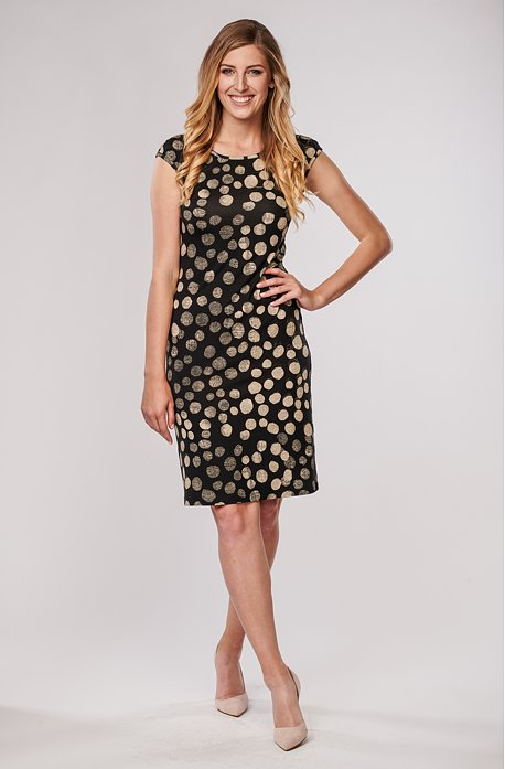 Přiléhavé černé dámské šaty s béžovými puntíky 7043