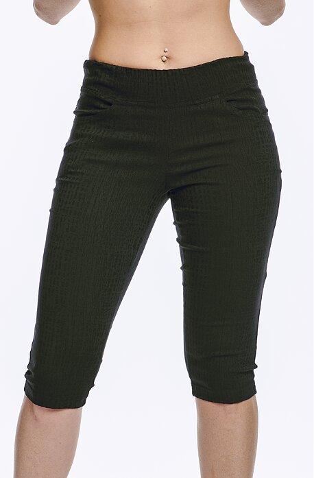 Priliehavé kapri čierne dámske nohavice 857