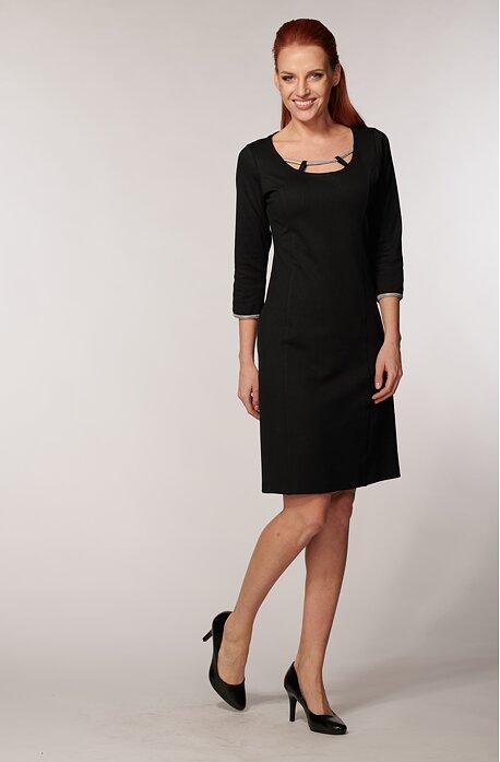 Elegantné čierne dámske šaty s ozdobným výstrihom 7083