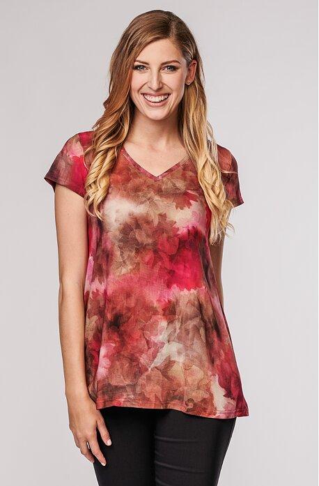 Volnější červená květovaná dámská halenka 7894